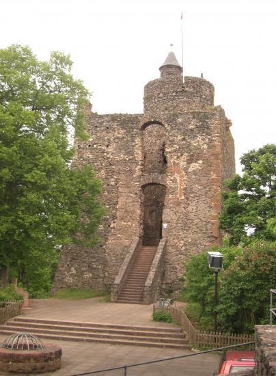 Tour du château de Saarburg.