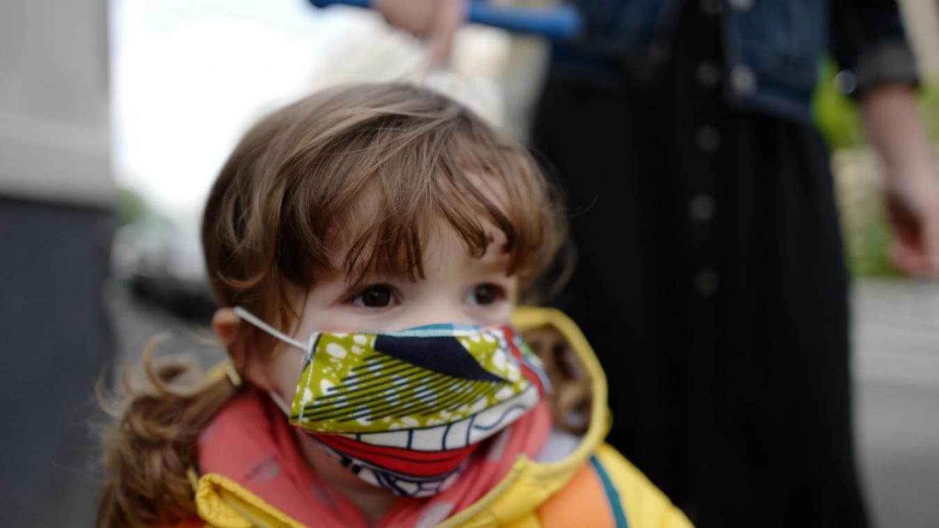 Enfant avec masque